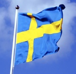 Swedish_flag_with_blue_sky_behind_ausschnitt